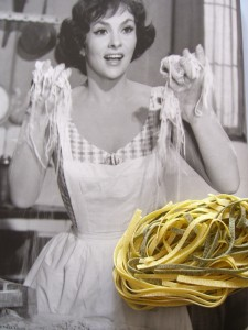 gina lollobrigita eating spaghetti